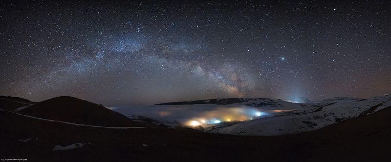 Панорама Млечного Пути на небе уходящей зимыphoto preview