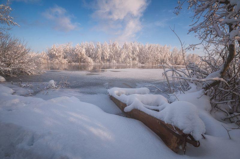 россия, подмосковье, шатура, пейзаж, природа, зима, утро, рассвет, мороз, снег, иней, озеро, вода, деревья, небо, свет, лодка, облака В ожидании весныphoto preview