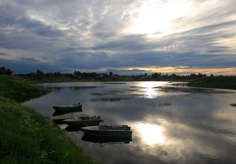 Карелия, дымка, облака, река, Шуя, Шуерецкое, тишина, лодки, солнце в облаках, деревня, залив Вода прибывает..photo preview