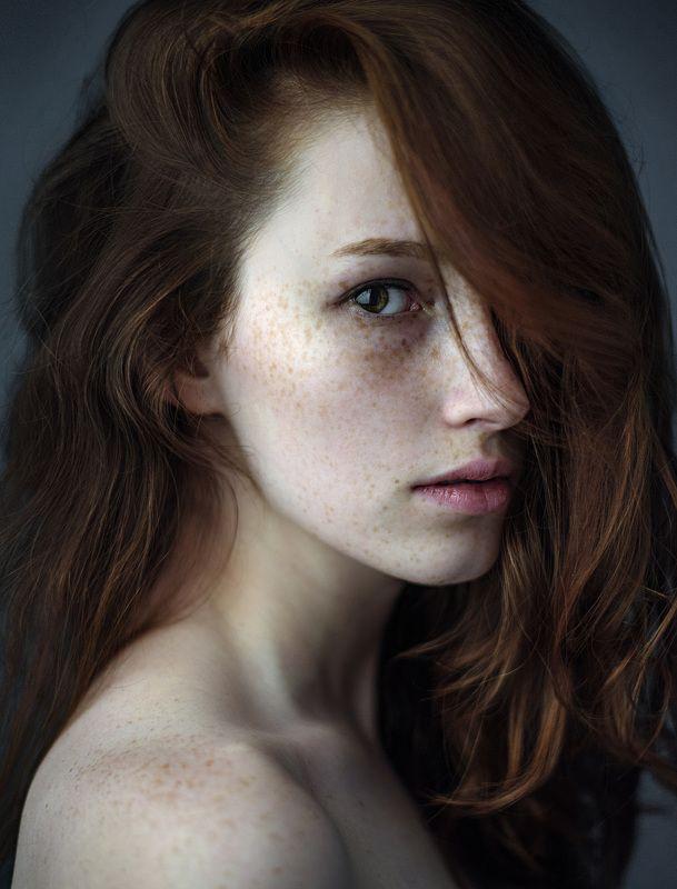 девушка, молодая модель, веснушки, рыжая, хедшот, портрет, натуральная Александраphoto preview