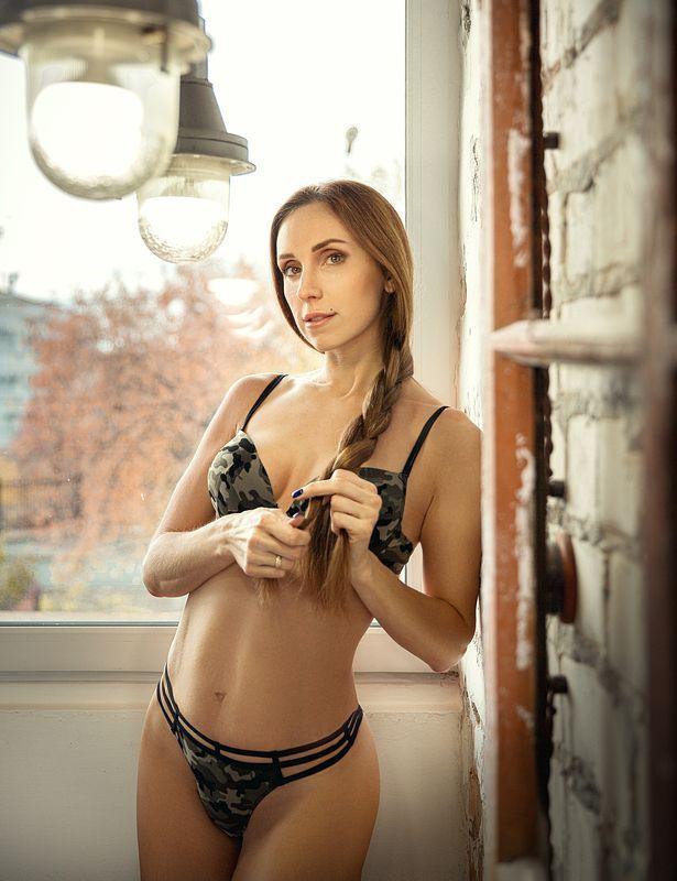 портрет, девушка, у окна, с косой, в белье, ню Светаphoto preview