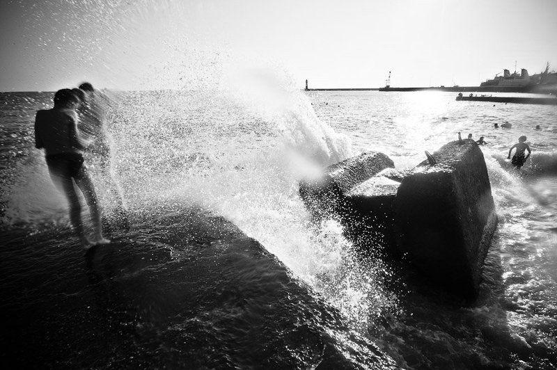 сочи,море,брызги,пляж,пирс Остановить мнгновениеphoto preview
