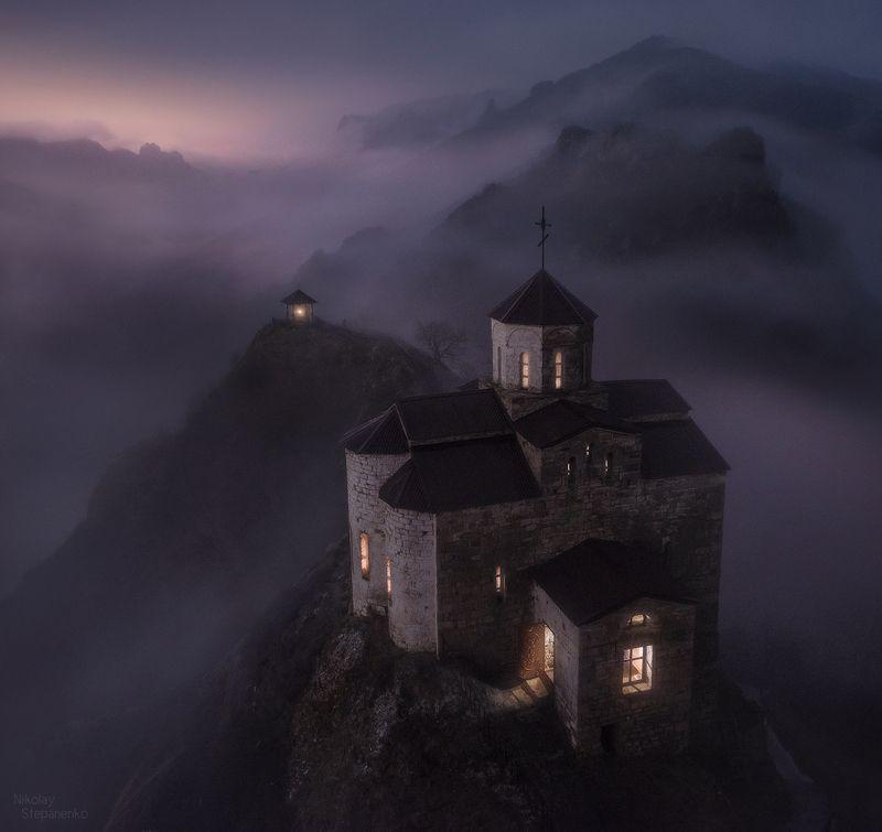 шоанинский храм, георгий победоносец, кавказ, карачаево-черкессия, туман, скала, горы Храмphoto preview