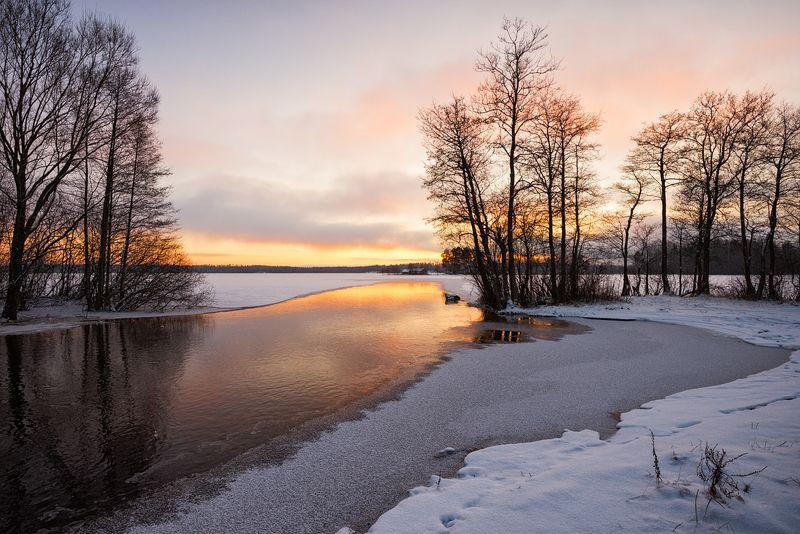 зима,река,озеро,вечер,свет,берега,лед,снег,пейзаж Холодный вечерphoto preview