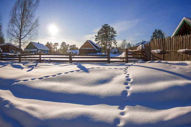 март снег солнце деревня дом забор тени Мартовские тени )photo preview
