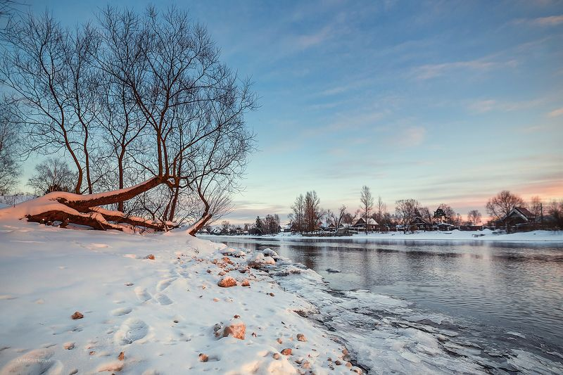 зима, берег, лед, деревня, река, деревья В ожидании весныphoto preview