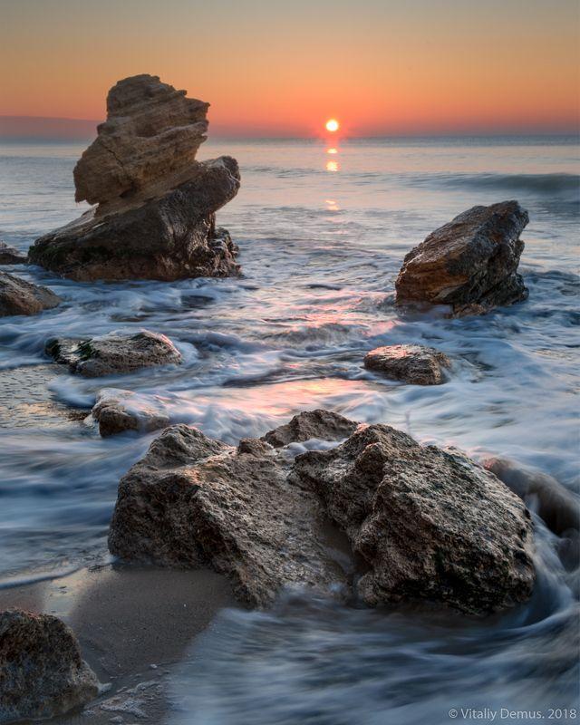 море, побережье, морской берег, горизонт, небо, зима, солнце, рассвет Морская симфония с солнцем. Побережье Черного моряphoto preview