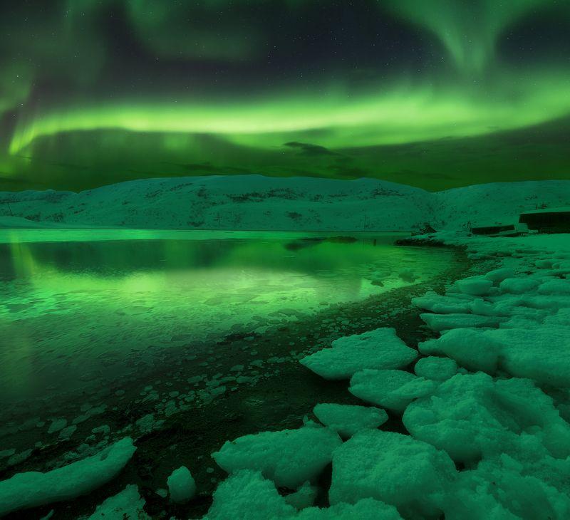 Aurora, theNothern Lights, night, Териберка, Кольский полуостров, Северное сияние Under the lights of Auroraphoto preview
