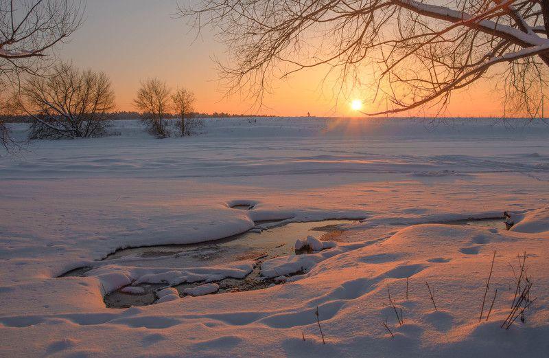 аксиньино, закат, солнце, вечер, снег, оранжевый, розовый, зимний пейзаж, зимний закат, полынья, ёлочка зимой, подмосковье, одинцовский район Москва река на закатеphoto preview