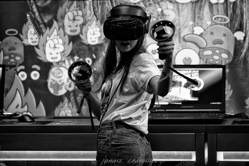 iem,intel, extreme, masters, katowice, silesia, computer, games, gaming, esport, esl, girl, intel extreme masters katowicephoto preview