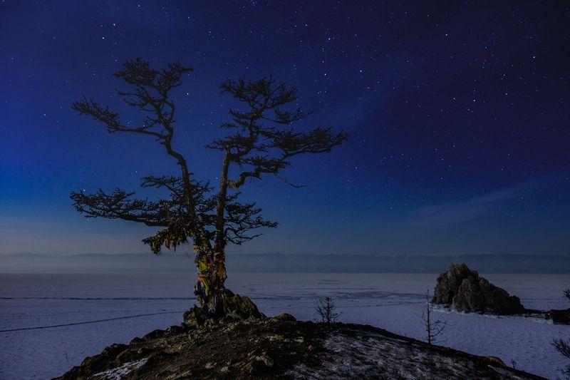 ночь, пейзаж, Байкал, Ольхон Ночь у скалы Шаманка на острове Ольхон, озеро Байкалphoto preview