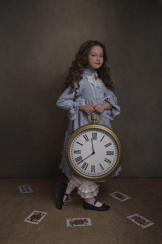 девочка, алиса с стран чудес, портрет, арт, часы, карты, сказка Festina lentephoto preview
