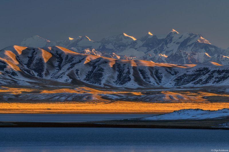 тянь-шань, вечер, закат, горы, осень, пик хан-тенгри, пик снежного лотоса, пик победы, озеро, тузколь Вечер на озере Тузкольphoto preview
