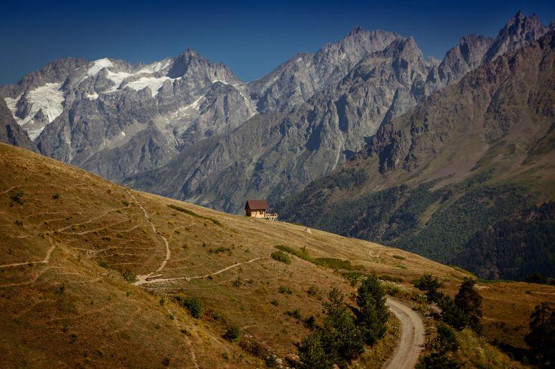 Домик в горахphoto preview