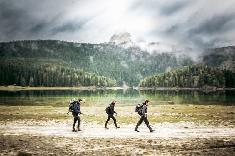 путешествия, туристы, альпинизм, озеро, черное озеро, черногория, durmitor, природа, пейзажи, облачно, движение, панорамирование, на улице, путешествие, активный, друзья,travel, hikers, backpacking, lake, black lake, montenegro, durmitor, nature, landscap On the way upphoto preview