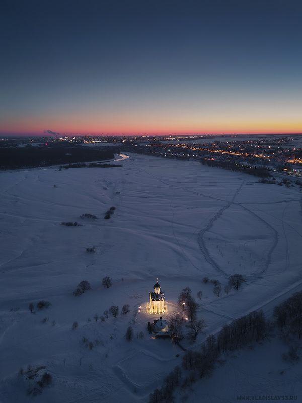 Покрова на Нерли морозным вечером photo preview