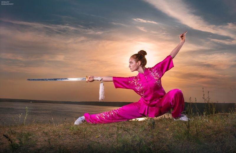 ушу, кунгфу, кунфу, меч, девушка-воин, воительница, фентези, девушка на закате, wushu Ушуphoto preview