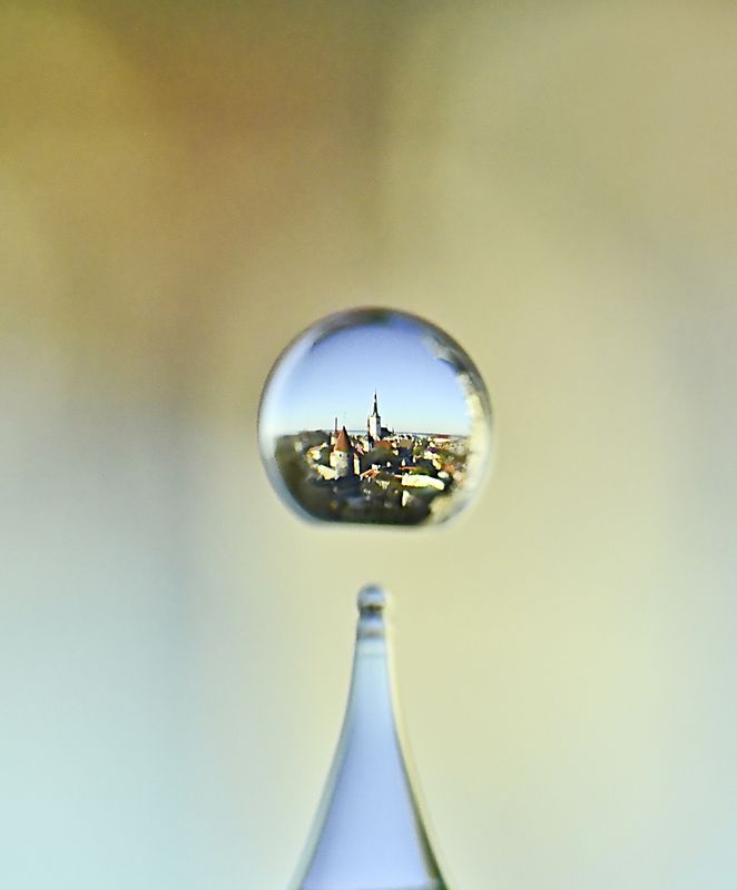 таллинн,город,макро,вода,капля отражение в летящей каплеphoto preview