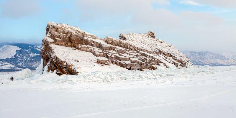 Байкал, остров, озеро, лед, зима, снег, скала, камни Байкал. Остров Еленкаphoto preview