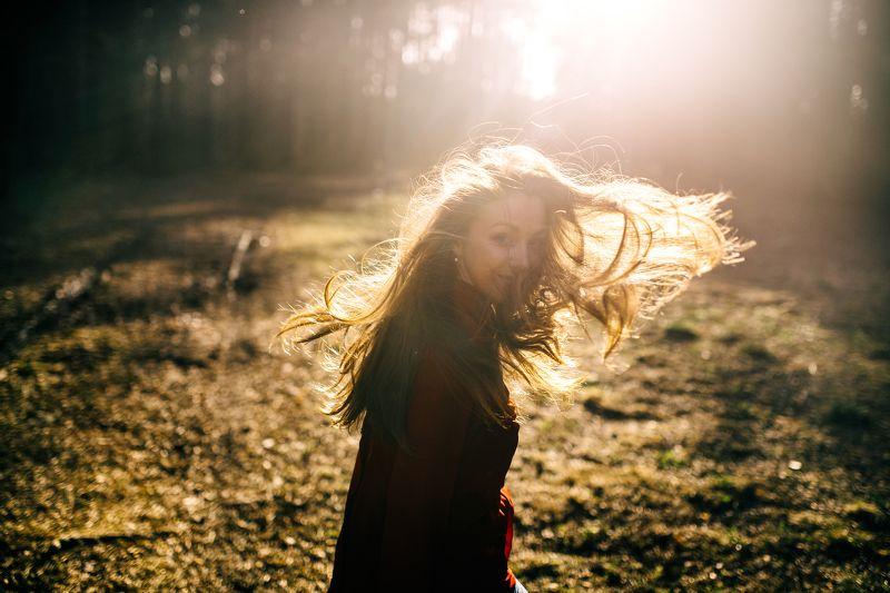 весна, солнце, волосы, ветер, лес, парк, природа Весенняя Мариphoto preview