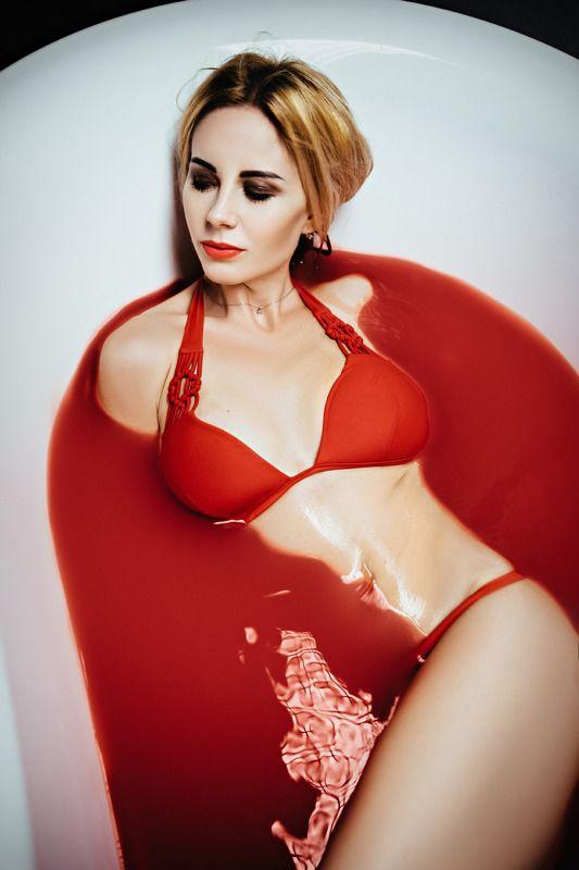 портрет ванна красный девушка купальник Анастасия в красных тонах photo preview