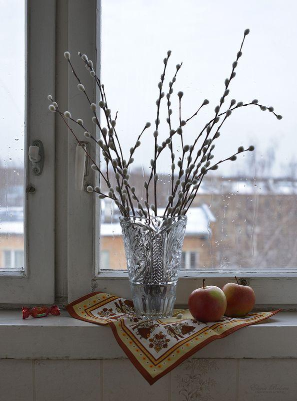 елена белова, натюрморт С вербочкой на подоконникеphoto preview