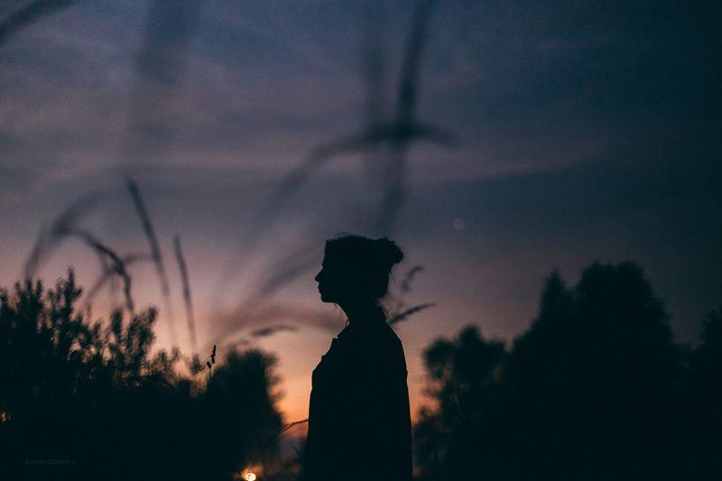 вечер, туман, девушка Марияphoto preview