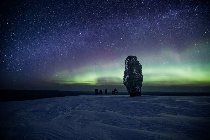 коми, северный урал, маньпупунёр, северное сияние, звёзды, зима, поход, пейзаж, снег Приветствие каменных идоловphoto preview