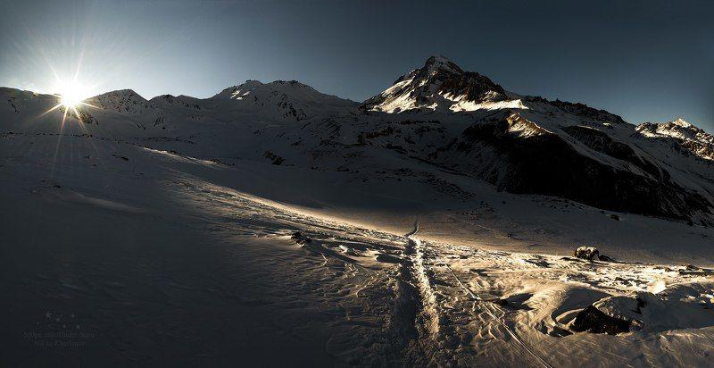 Кавказ, Грузия, Казбек, Казбеги, горы, закат, солнце, снег, тропа, путешествие Последний лучphoto preview