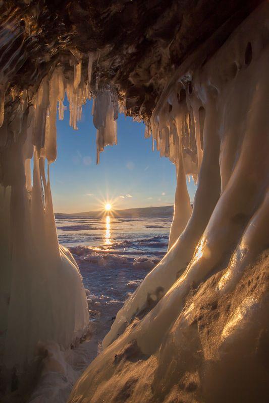 Байкал, лед, солнце, грот, пещера, сосульки, зима  Закат на Байкалеphoto preview