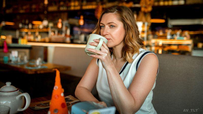 портрет, ресторан, чашка кофе, женщина, женский портрет Татьянаphoto preview