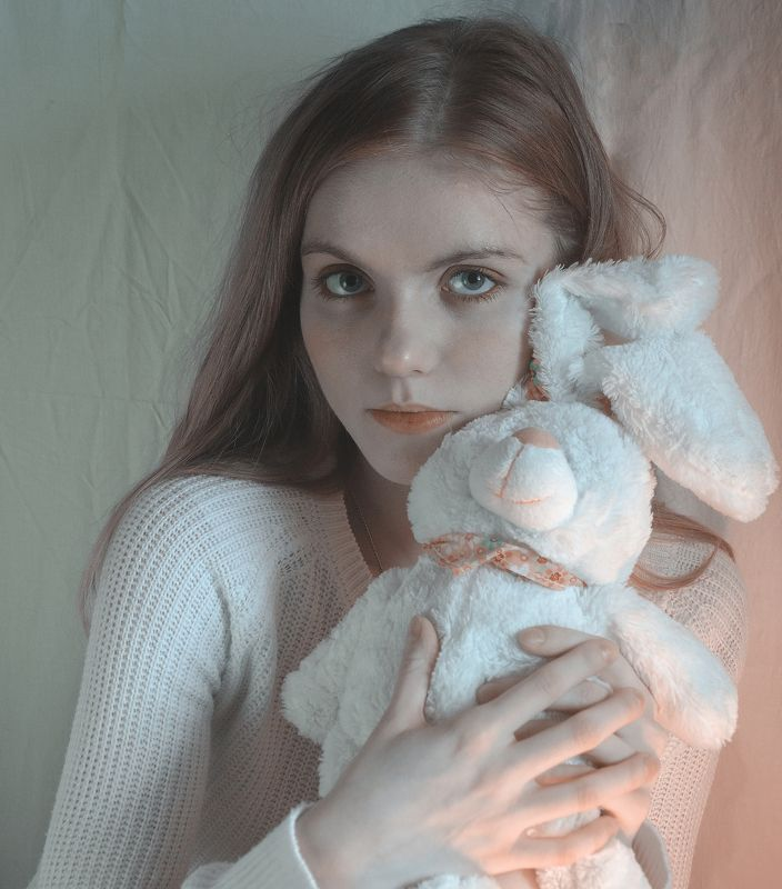 portret, girl, coral, color, beautiful, tenderness, pink, fashionable,портрет, девушка, коралловый, оранжевый, заяц Coralphoto preview