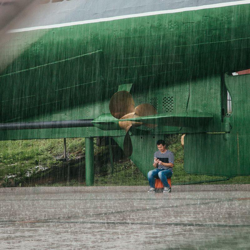 владивосток,город, дождь, подводная лодка, непогода, улица В безопасности!photo preview