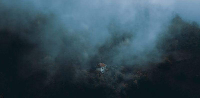 сербия, гора, туман, туман, лес, дом, один, изолированный, природа, забытый, старый, изобилующий,serbia, mountain, fog, misty, forest, house, alone, isolated, nature, forgotten, old, abounded, Lonelinessphoto preview