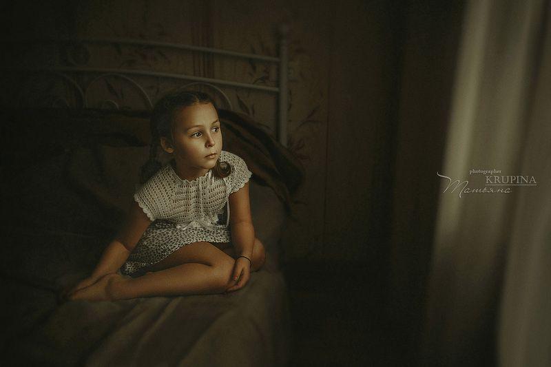 девочка, портрет, дети, ребенок, кровать, взгляд Соняphoto preview