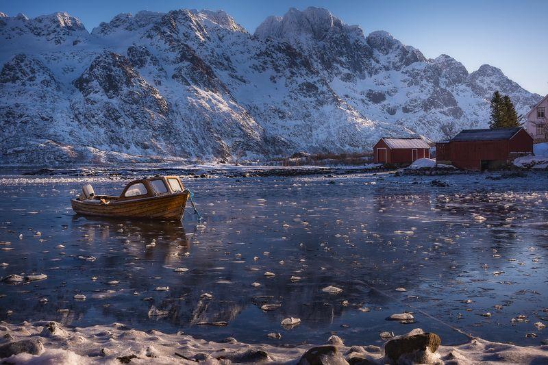 пейзаж, зима, лодка, норвегия, путешествия, фотопоездка Лодка и замерзший фьордphoto preview