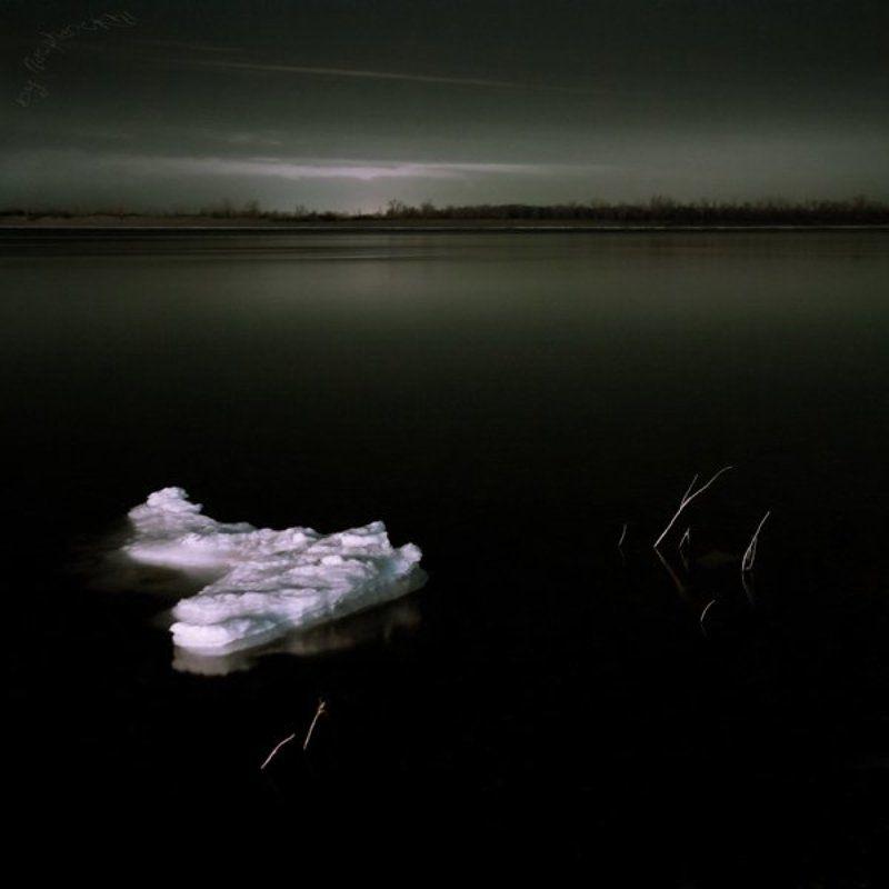 ночь, мрак, льдина, река Ночные бдения.photo preview