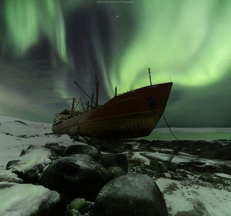 полярное сияние, заполярье, кораблекрушение, баренцево море, ночь \