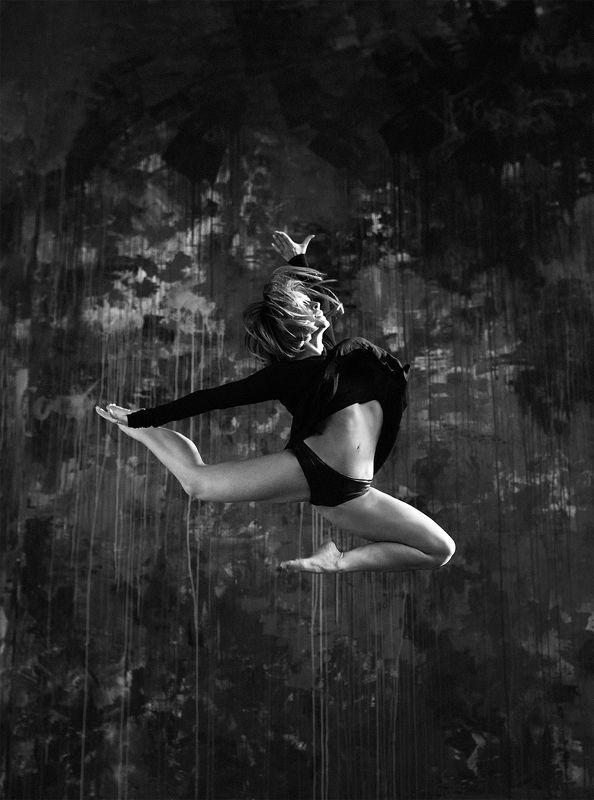 фото, портрет, девушка, чб, танец Лилуphoto preview
