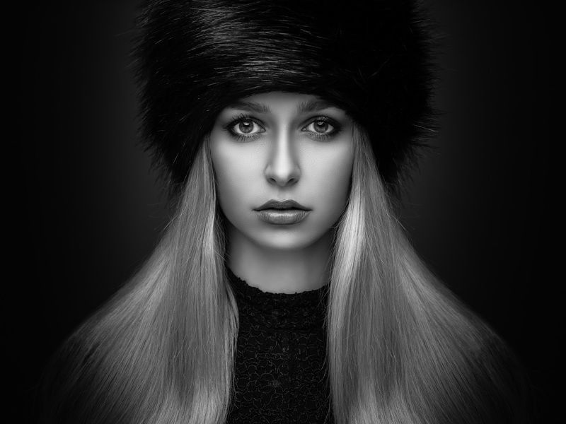 portrait, dark, black and white, blonde, fur hat Theresaphoto preview