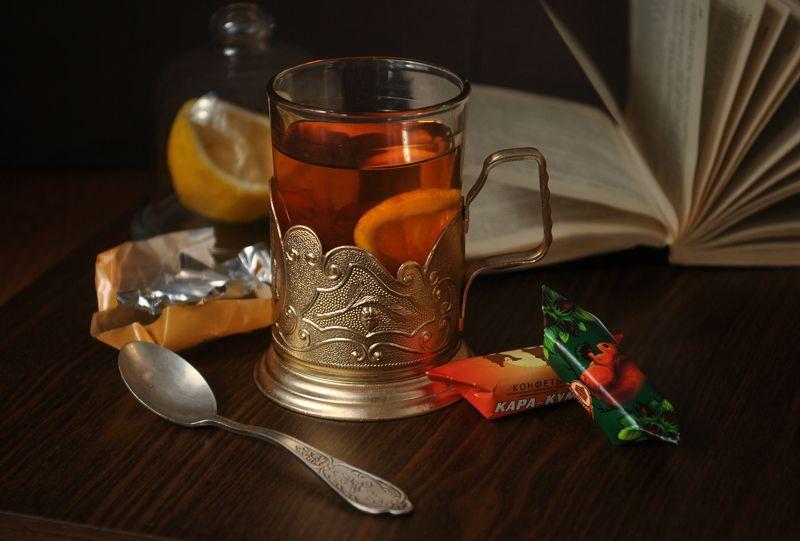 чай, конфеты, лимон,  книга, стакан, подстаканник, натюрморт ***photo preview