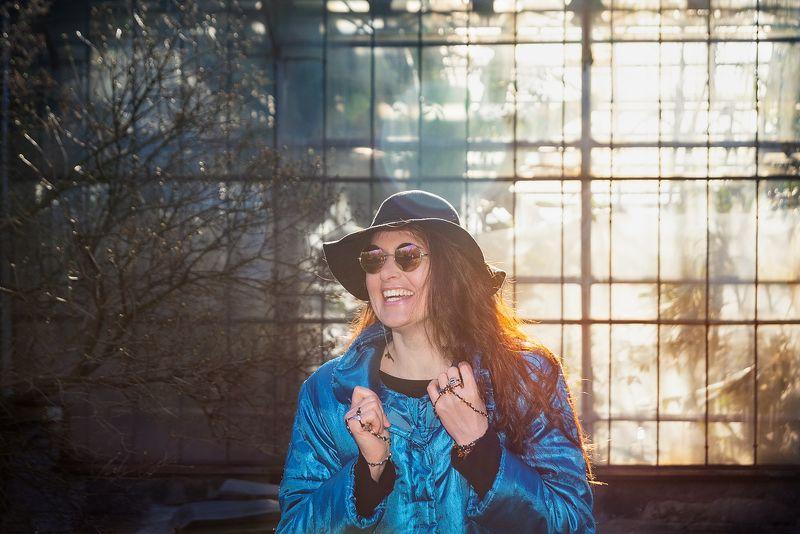 девушка портрет очки весна парк прогулка солнце Любите ли вы жизнь так, как ее любит Нина?photo preview