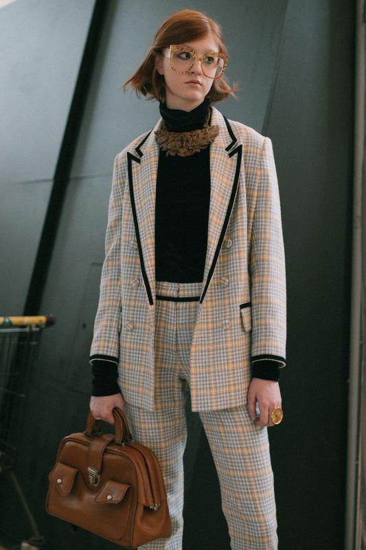 портрет человек свет fashion свет взгляд парень girl пиджак образ очки сумка Ленаphoto preview