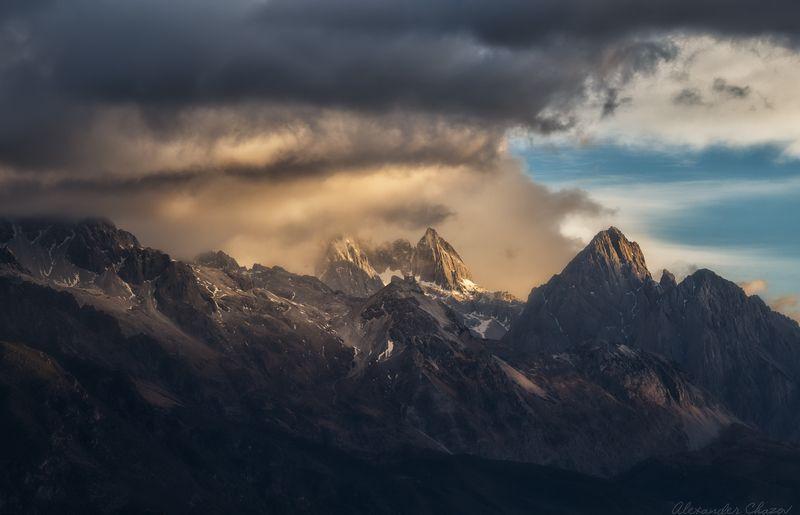 горы, облака, утро, тибет Ворота Тибетаphoto preview