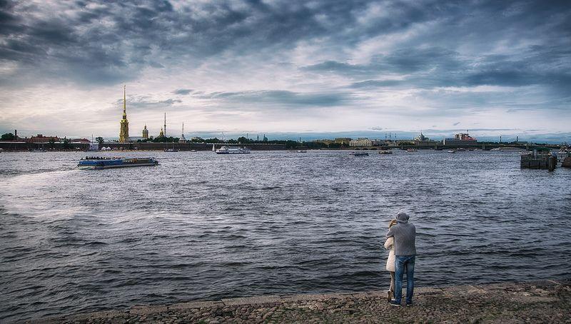 пара мужчина женщина река вечер осень Двое на берегуphoto preview