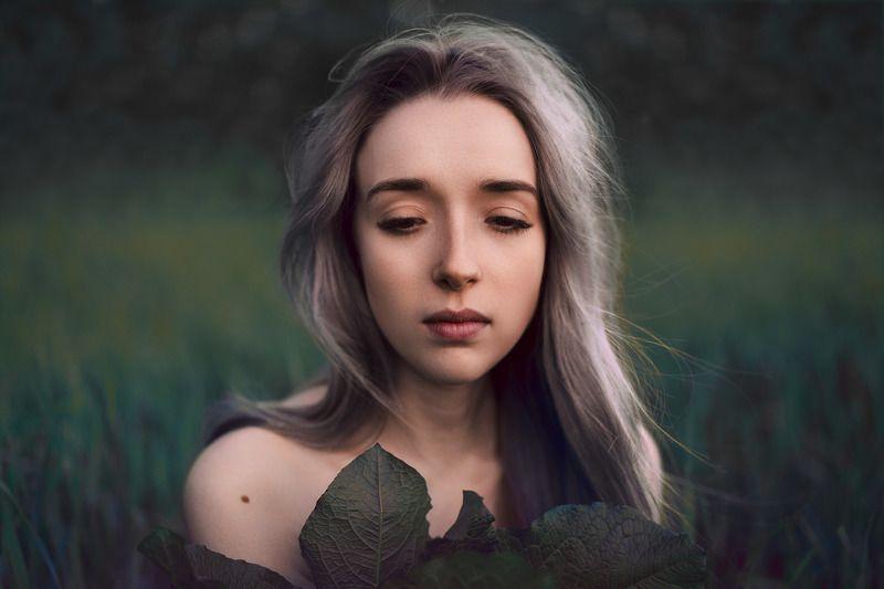 портрет, женский портрет, россия, краснодар, portrait, woman, women, girl, портрет на улице, зелень Катяphoto preview