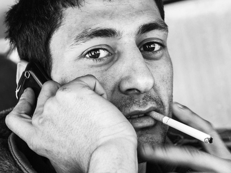 черно-белое портрет Случайный взглядphoto preview