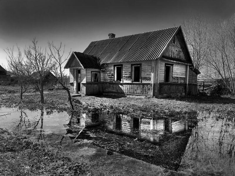 заброшенный старый дом Заброшенный старый домphoto preview
