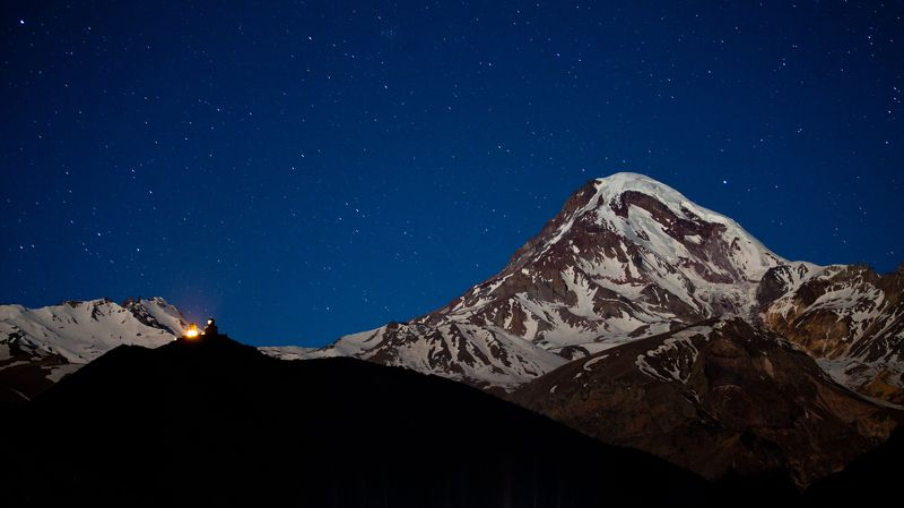 казбек гора Казбек в свете звёздphoto preview