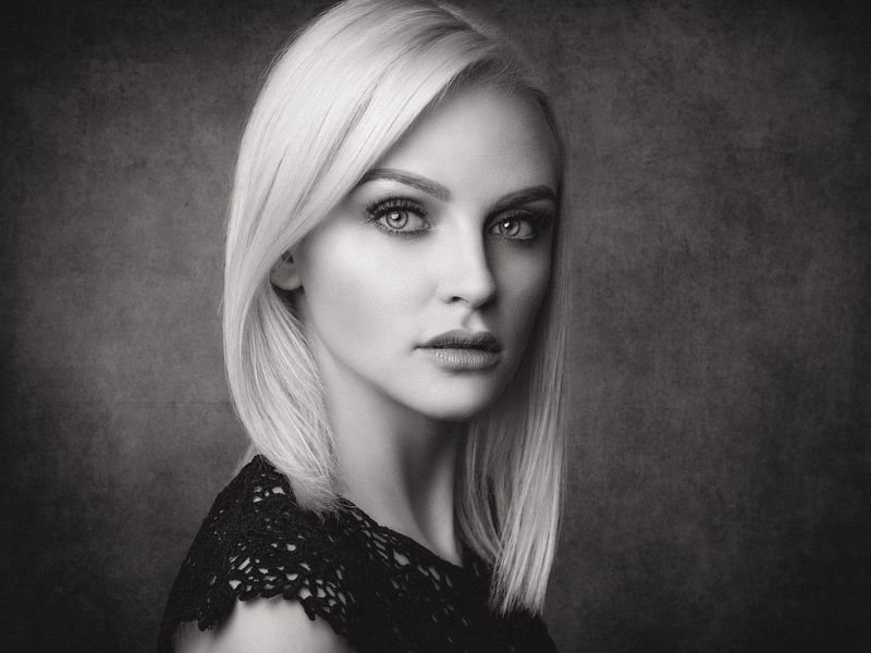 portrait, black and white, headshot, blonde Anninaphoto preview